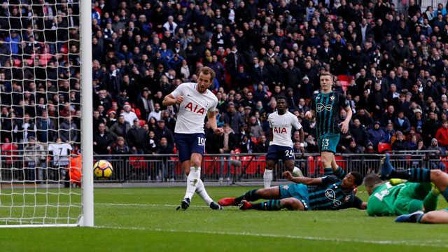 Kane phá kỉ lục, Tottenham chen chân top 4