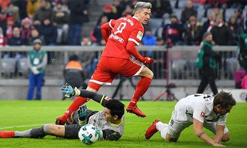 Tình huống Lewandowski bị trọng tài cho là rơi vào thế việt vị khi ghi bàn. .