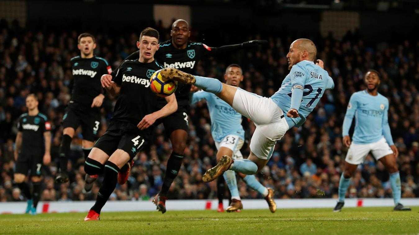 Thắng nhọc West Ham, Man City thách thức MU