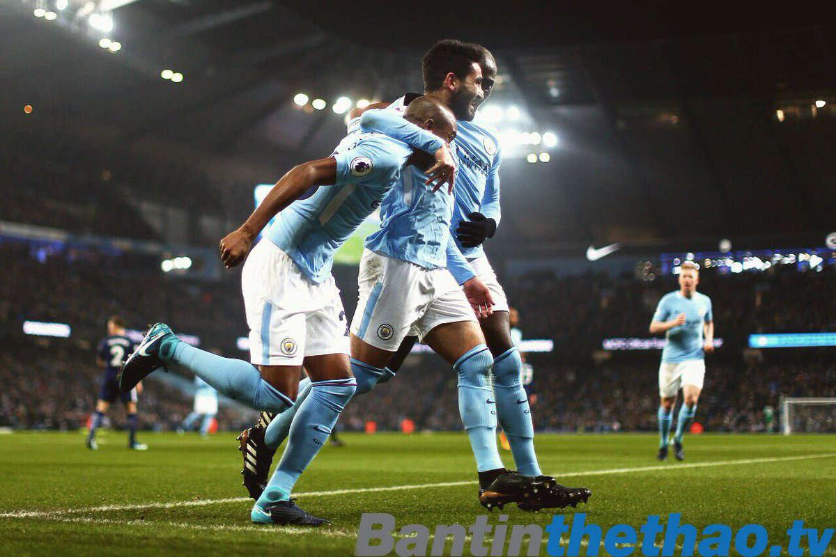 Man City vất vả vào bán kết Cup liên đoàn