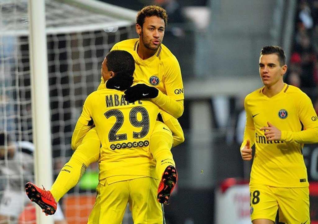 Neymar trở lại, PSG đè bẹp đối thủ trên sân khách