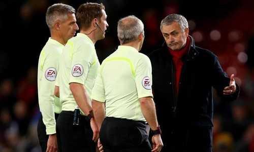 Mourinho đổ lỗi cho trọng tài khi MU tiếp mạch không thắng