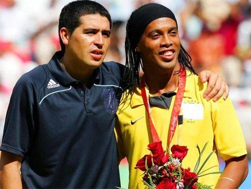 Ronaldinho luôn có được sự ủng hộ lớn từ khán giả và đồng nghiệp.