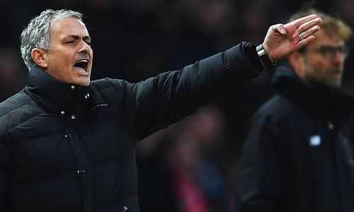 Mourinho bênh Liverpool trong vụ mua trung vệ 100 triệu đôla