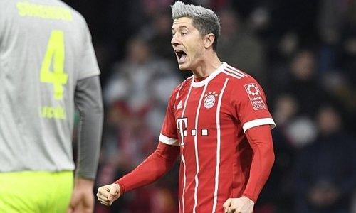 Lewandowski mừng bàn thắng vào lưới Cologne.