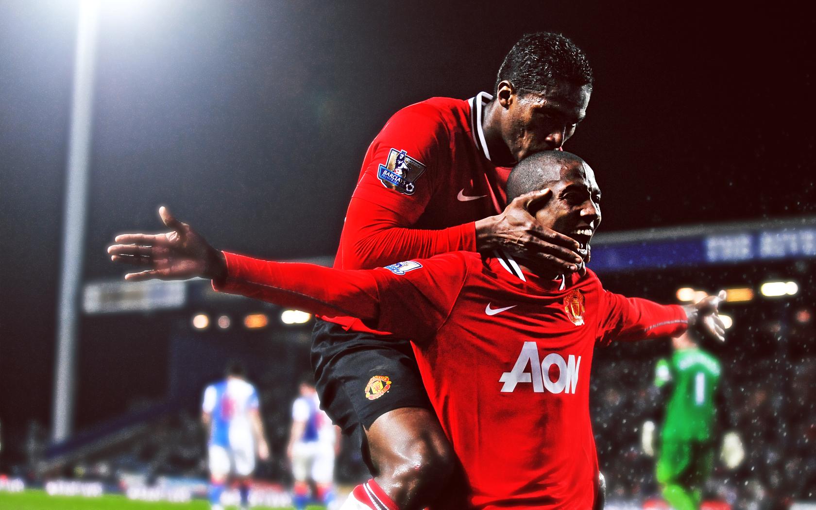Mourinho lên để Young và Valencia đá tiền vệ và giải thoát họ khỏi nhiệm vụ phòng ngự