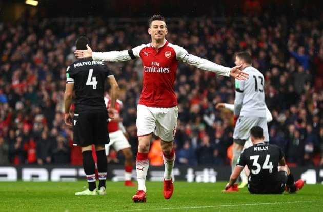 Arsenal đại thắng chào đón Mkhitaryan và Aubameyang