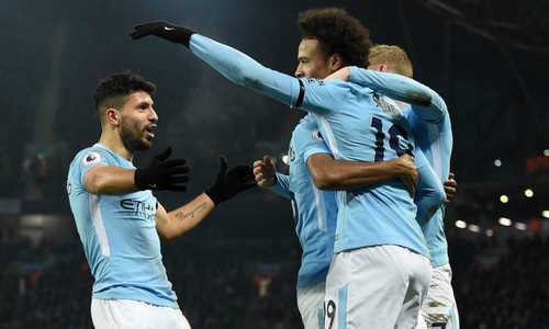 Aguero lập hat-trick, Man City vững ngôi đầu