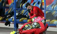 Quang Hải lặng lẽ ngồi khóc sau khi kết thúc trận đấu với U23 Australia