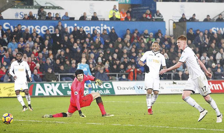 Mkhitaryan đá trận ra mắt, Arsenal thua bẽ bàng