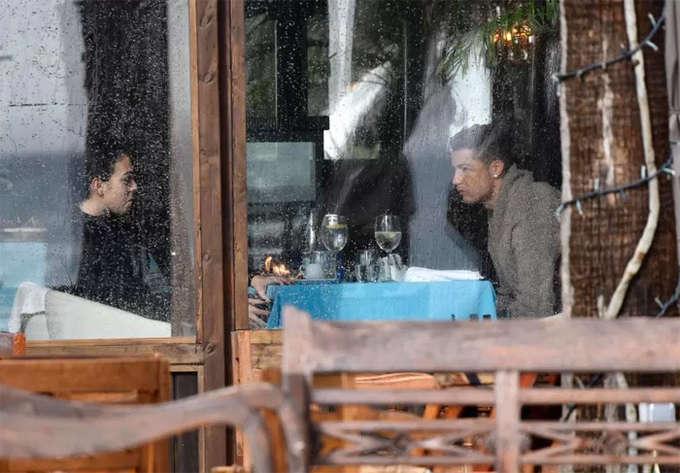 Bữa ăn tối tại Marbella cũng thiếu đi nụ cười. Ronaldo lộ vẻ căng thẳng, còn Georgina như muốn tức giận