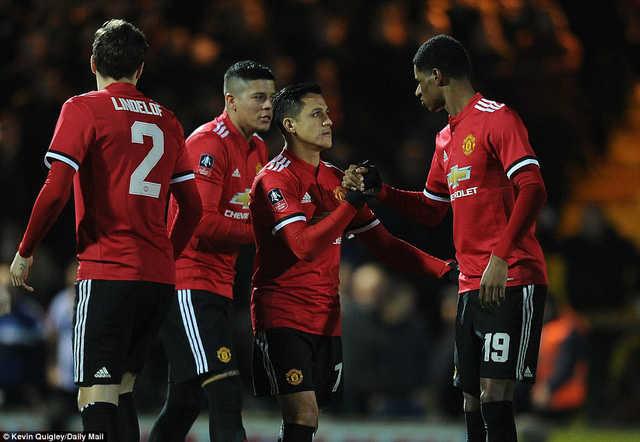 Các cầu thủ MU nói gì sau trận đầu ra mắt của Sanchez?