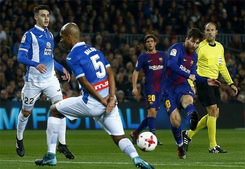 Messi ghi bàn, Barca ngược dòng sau hai lượt trận để vào bán kết.