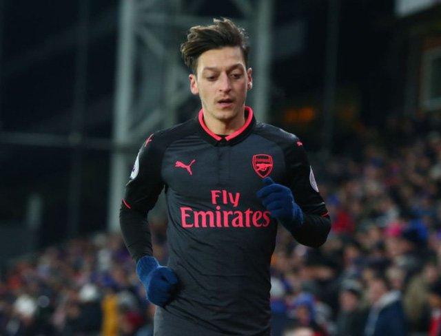 Mesut Ozil chưa chắc ra sân trong trận đấu với Chelsea