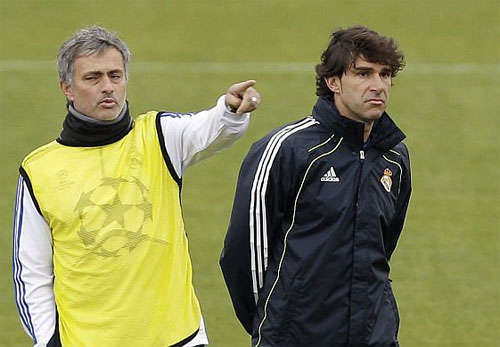 Karanka (phải) là trợ lý của Mourinho suốt ba năm tại Real