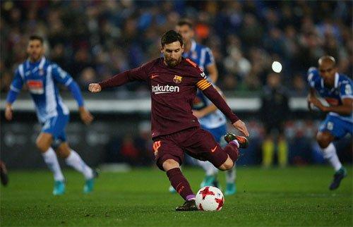 Messi đá hỏng quả penalty ở phút 63