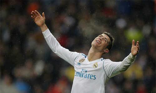 Chia tay Real, Ronaldo muốn về Man Utd