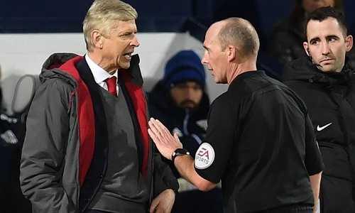 FA cáo buộc Wenger dùng từ ngữ không đúng mực với trọng tài