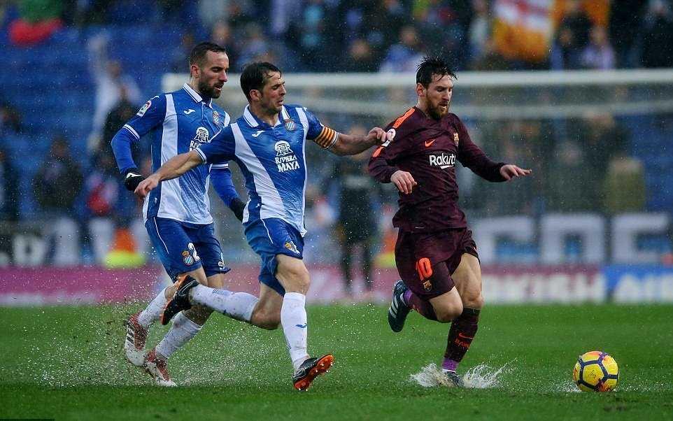 Thời tiết xấu, Barca may mắn có được 1 điểm trên sân Espanyol