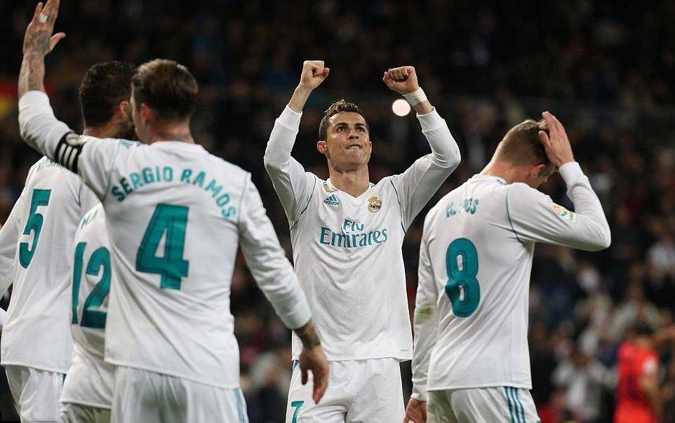 Ronaldo lập hat-trick, Real hủy diệt Sociedad