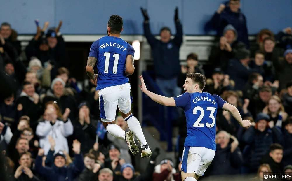 Walcott vừa chuyển từ Arsenal sang Everton