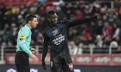 Balotelli nhận thẻ vàng vì tố khán giả phân biệt chủng tộc