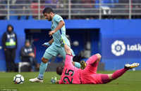 Luis Suarez tỏa sáng, Barcelona giữ vững ngôi đầu La Liga