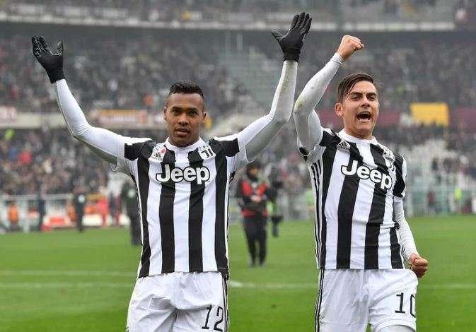 Juventus vẫn kiên trì bám đuổi Napoli từng vòng đấu