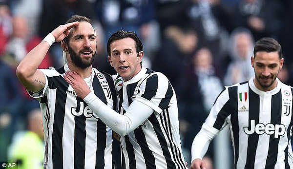 Higuain lập hat-trick, Juventus đại thắng Sassuolo