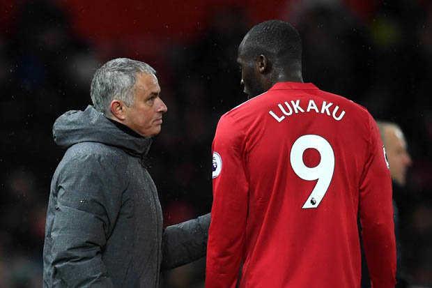 "MU loại Lukaku, Mourinho ""đấu đá"" Pep Guardiola"