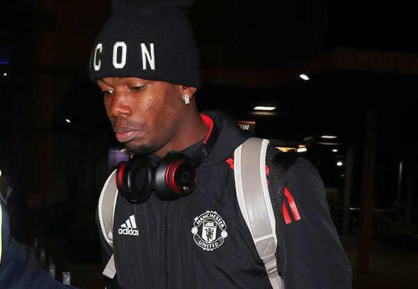 Paul Pogba tỏ ra vô cùng buồn bã khi trở về Manchester