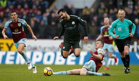 Man City vừa hòa Burnley