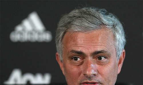 Mourinho tuyên bố 'sốc' trong cuộc đua với Man City