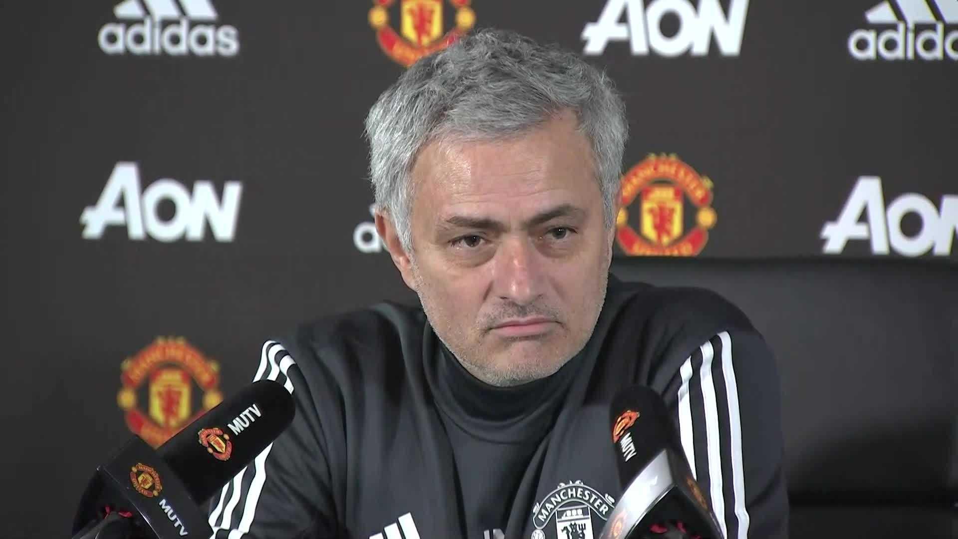 Mourinho trả lời cực chất trước phóng viên báo chí