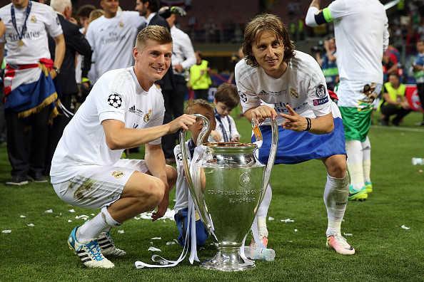 """MU """"hốt"""" cả Modric lẫn Kroos, Chủ tịch Real hứa đưa về Harry Kane"""