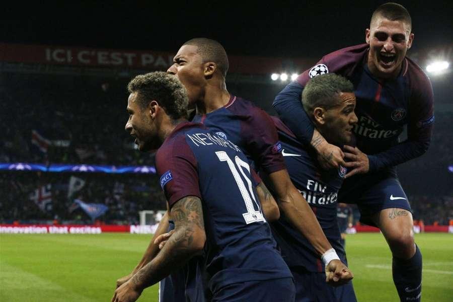 Neymar và đồng đội đang hướng đến trận đấu quan trọng gặp Real