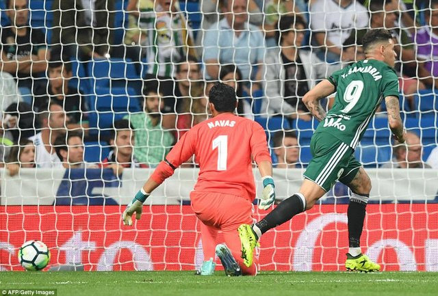 Betis gây sốc khi hạ Real Madrid 1-0 tại Bernabeu ở lượt đi