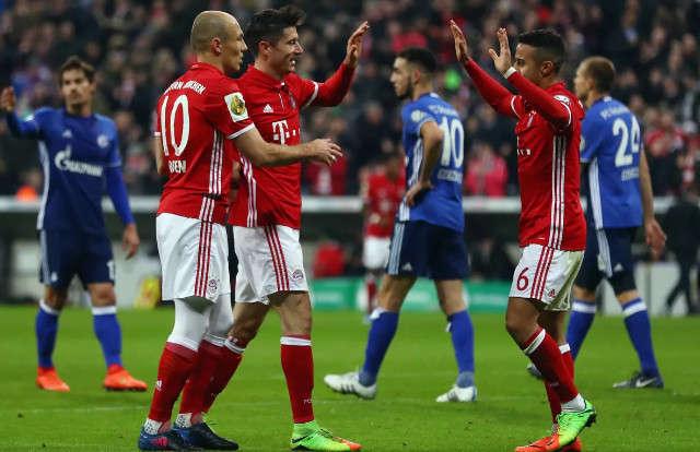 """""""Hoàng đế xanh"""" Schalke thường run sợ trước Bayern"""