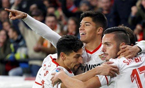 Sevilla sẽ gặp đội thắng trong cặp Valencia - Barca ở chung kết.