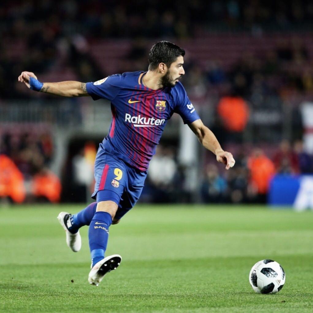 Suarez đem lại lợi thế cho Barca.