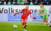 Robben sút hỏng penalty, Lewandowski làm người hùng cho Bayern ở phút cuối