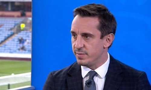 Gary Neville: 'Quyết định sắp 6 cầu thủ dự bị của Pep Guardiola là một trò hề'