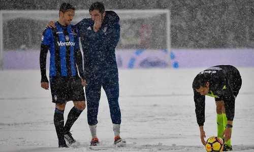 Các CĐV nổi giận khi trận Juventus gặp Atalanta bị hoãn do tuyết