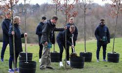 Tuyển Anh trồng cây tưởng nhớ binh sĩ từng là cầu thủ trước khi tham gia chiến tranh thế giới thứ nhất