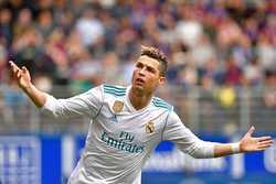 Ronaldo tỏa sáng, Real thắng nhọc trên sân khách