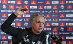 """Truyền thông Anh thêm một lần nữa """"choáng"""" với Mourinho"""