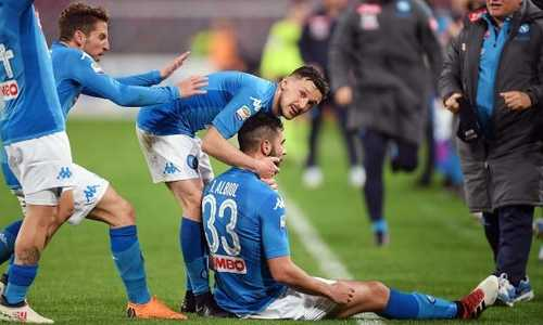 Napoli thu hẹp khoảng cách với Juventus xuống hai điểm