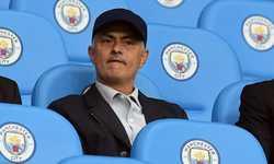 Mourinho: 'Man City cứ bạo chi, MU rất khó vô địch'