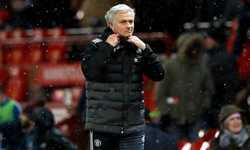 Mourinho đá tuyết vào nhân viên quay phim