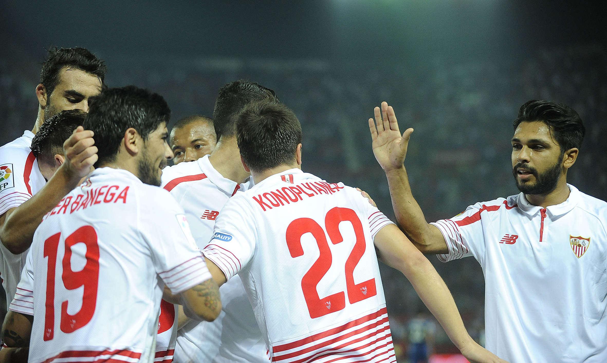 Sevilla không phải là đối thủ của Barca